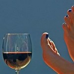 Drinking wine could help stop sunburn photo