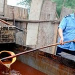 Police Seize Tons Of Illegally Recycled Kitchen Oil in China photo
