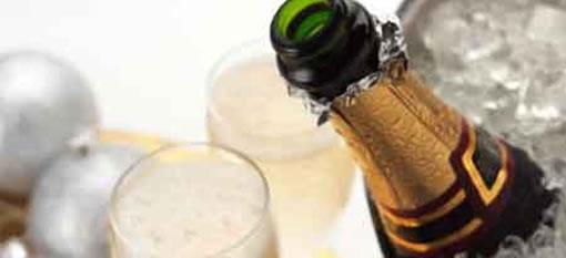 UK lawmaker splashes out on English sparkling wine photo