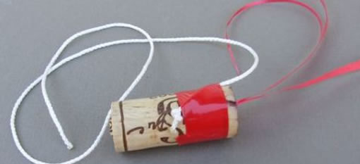 How to Open a Bottle of Wine Using Just a Piece of String photo