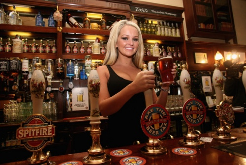 Pub Goers Urged to Drink More photo