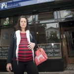 Pregnant woman refused wine because barman didn`t want it on his conscience photo
