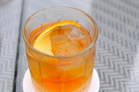 How to drink whiskey in the heat photo