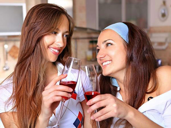 31 Things Women Do ONLY When Drinking Wine With Other Women photo