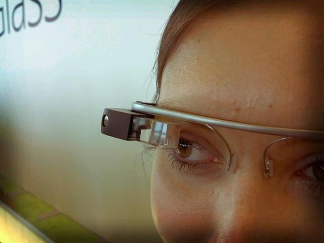 Bars ban Google glasses after attacks photo