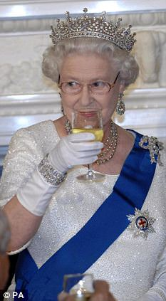 queen drinking wine 5 First Ladies to share a glass of wine with