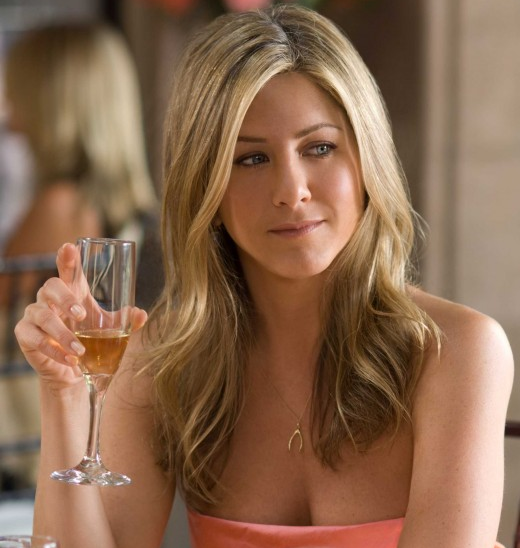 Jennifer Aniston up in arms over fiancé`s booze-free wedding suggestion photo