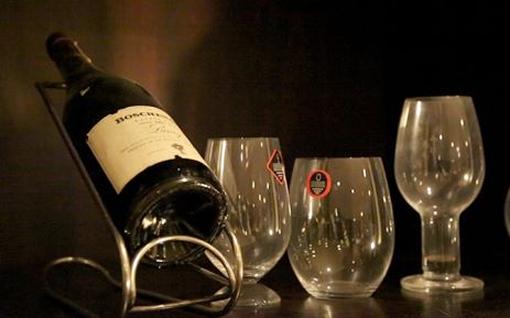Dubai`s latest wine includes 24-carat gold but no alcohol photo