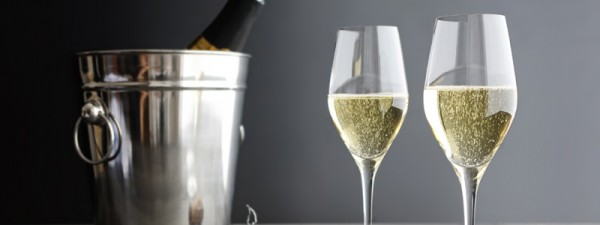 Champagne tastes better from a normal wine glass, say scientists photo