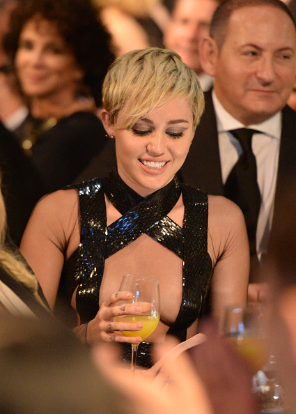 Miley Cyrus drops $500,000 for charity after sipping a few drinks photo