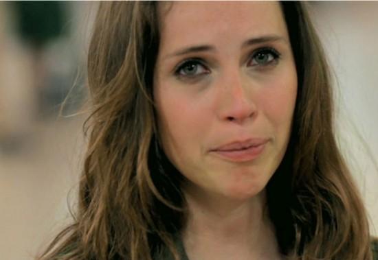 Felicity Jones drinks red wine to help her cry in movie scenes photo