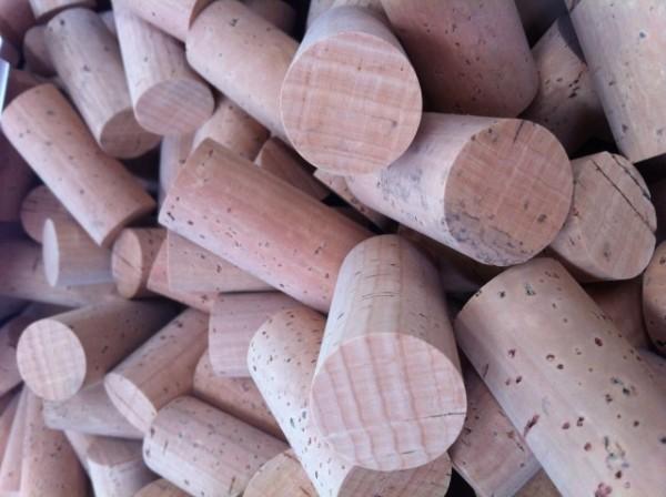 Cork brings beneficial phenolics to wine photo