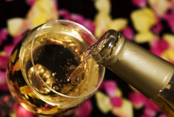 Here`s how to serve wine to your guests photo