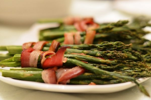 roasted asparagus with bacon e1496133871102 5 Vegetables That Are Impossible to Pair with Wine