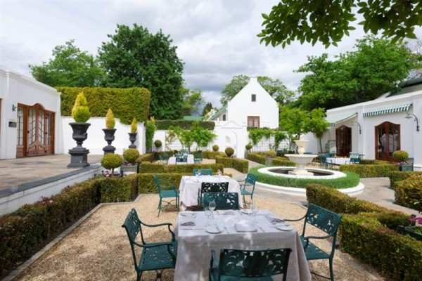 lanzerac hotel 1 e1426147304669 All Your Winelands Valentine Options