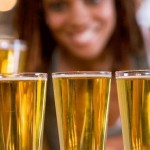 Drink beer too quickly? Opt for straight glasses, not curved photo