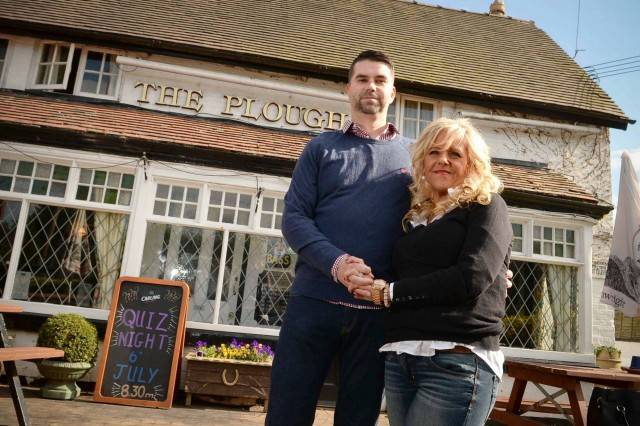 US couple spend $75k visiting UK pub photo