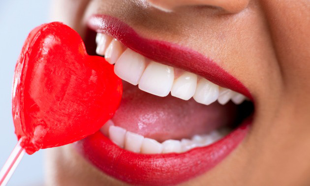 How to save your teeth from red wine on date night photo