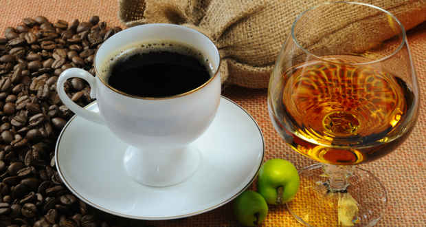Alcohol and coffee linked to reduced risk of Alzheimer`s photo