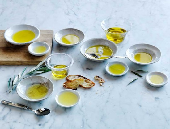 How to taste olive oil photo