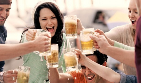 A glass of beer makes people more sociable, study finds photo