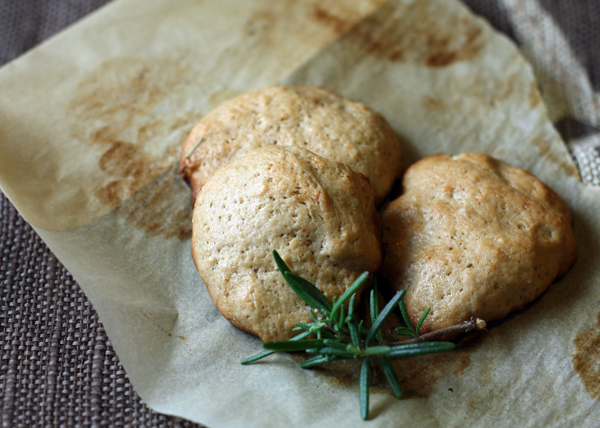 Olive Oil, Red Wine and Rosemary Cookies photo
