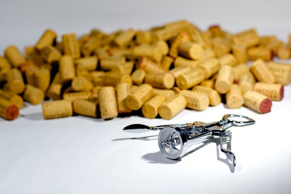 5 household problems solved with wine corks photo