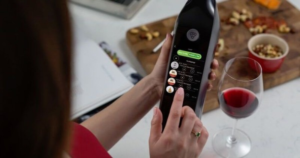 Kuvee smart wine bottle keeps wine fresh for 30 days photo