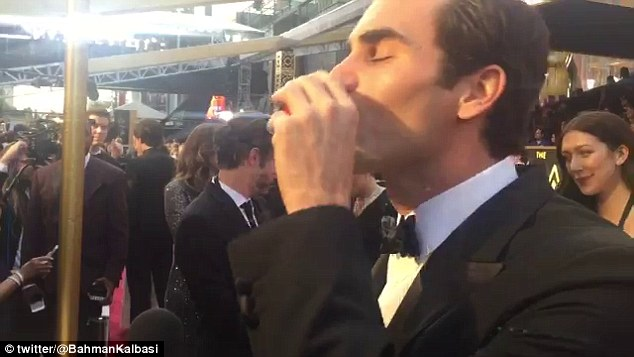 Roger Federer toasts Oscars with a tequila photo
