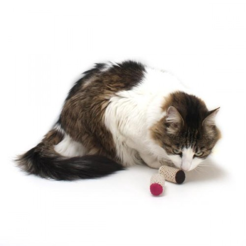 cat toy cork e1466503753280 5 household problems solved with wine corks