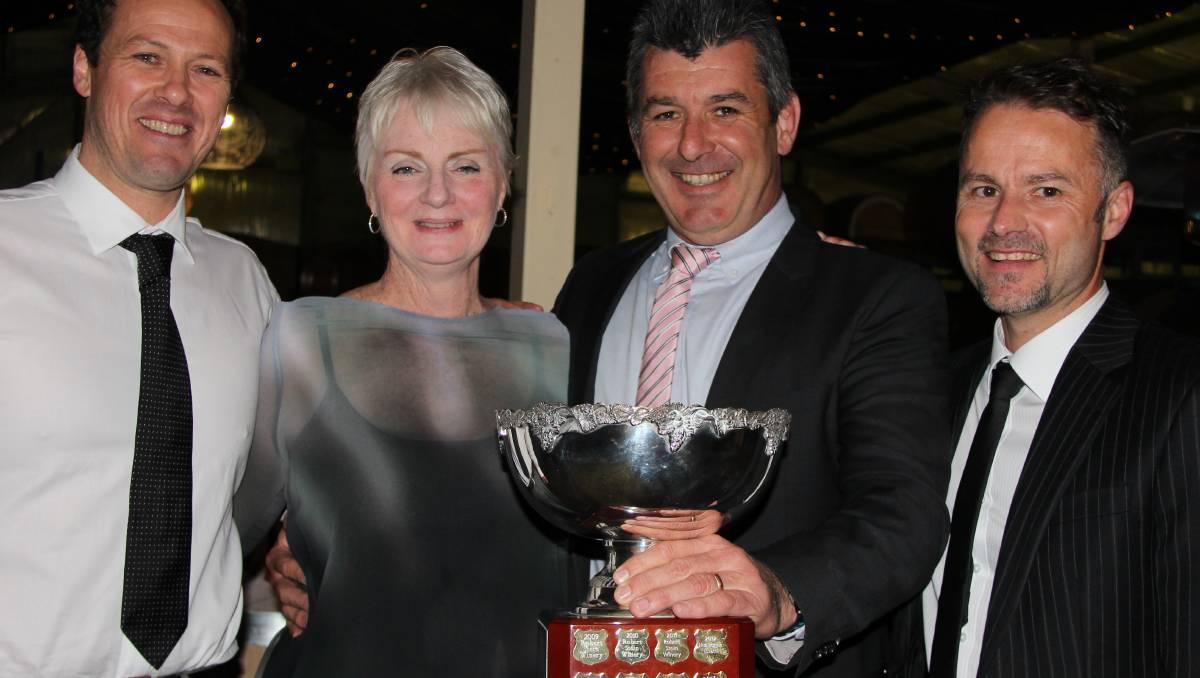 Gilbert Winetakes Top Trophy photo