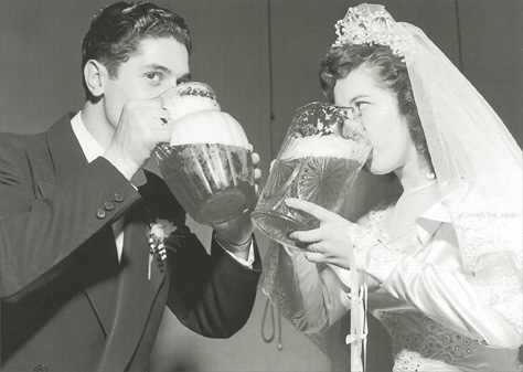 Creative Ways to Serve Beer at Your Wedding photo