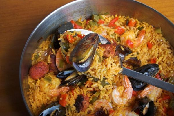 paella mixta 2688 orig e1477396124677 The Best Wines to Pair with Paella