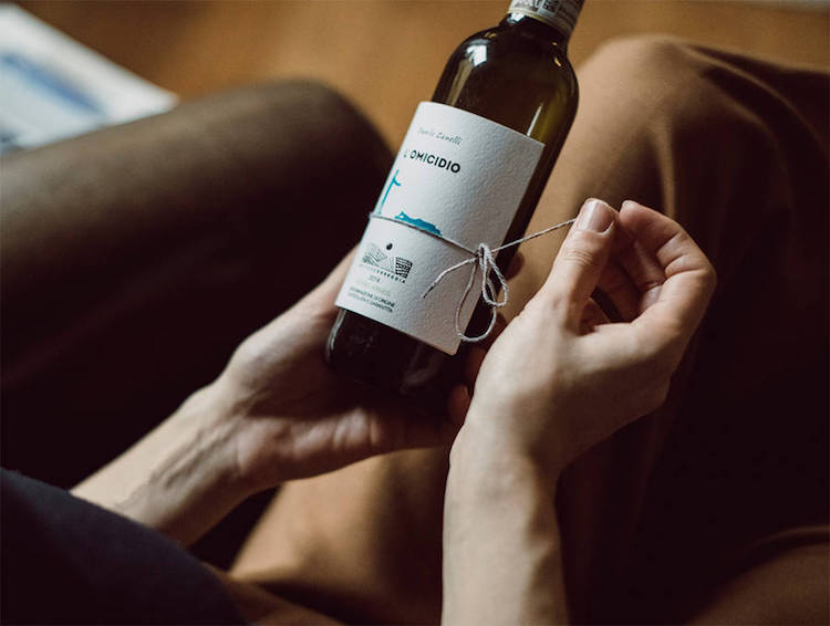 4Librottigliawinebook Innovative Wine Bottles Include Labels With Short Stories to Read While You Sip