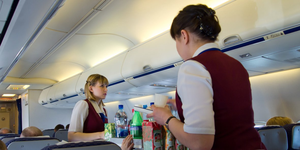Here's why people always order tomato juice on airplanes photo