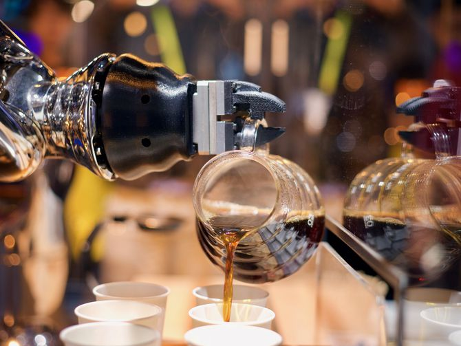 The battle of the CES 2017 coffee and tea robots photo