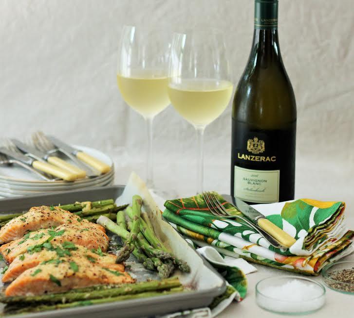 Parmesan crusted salmon with asparagus and Sauvignon Blanc photo