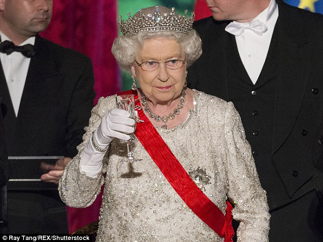 The Queen Used To Have A Bar in Buckingham Palace But Had To Close It Down After Staff Got Too Drunk photo