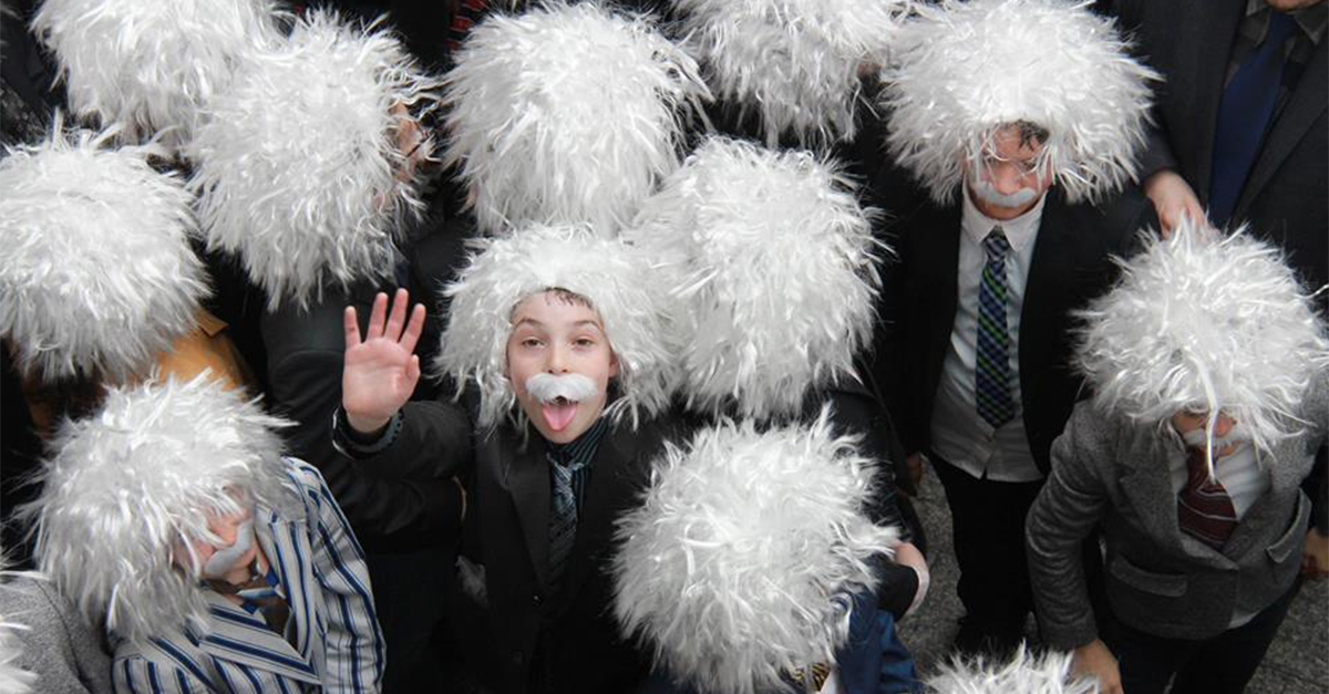 The World's Largest Gathering Of People Dressed As Einstein Is Adorable photo