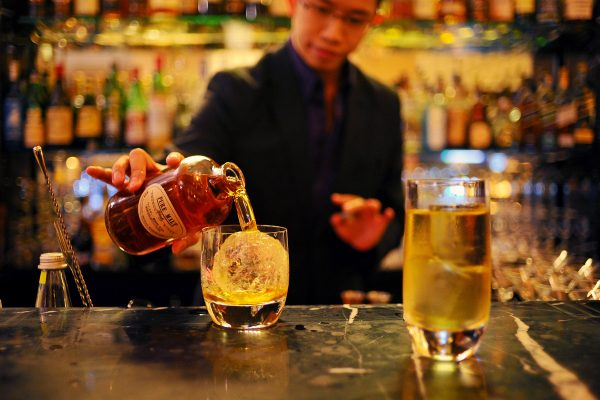 The right way to drink Whisky in Japan photo