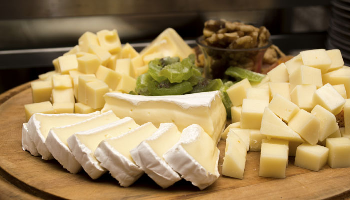 Study shows that cheese can enhance the taste of wine photo