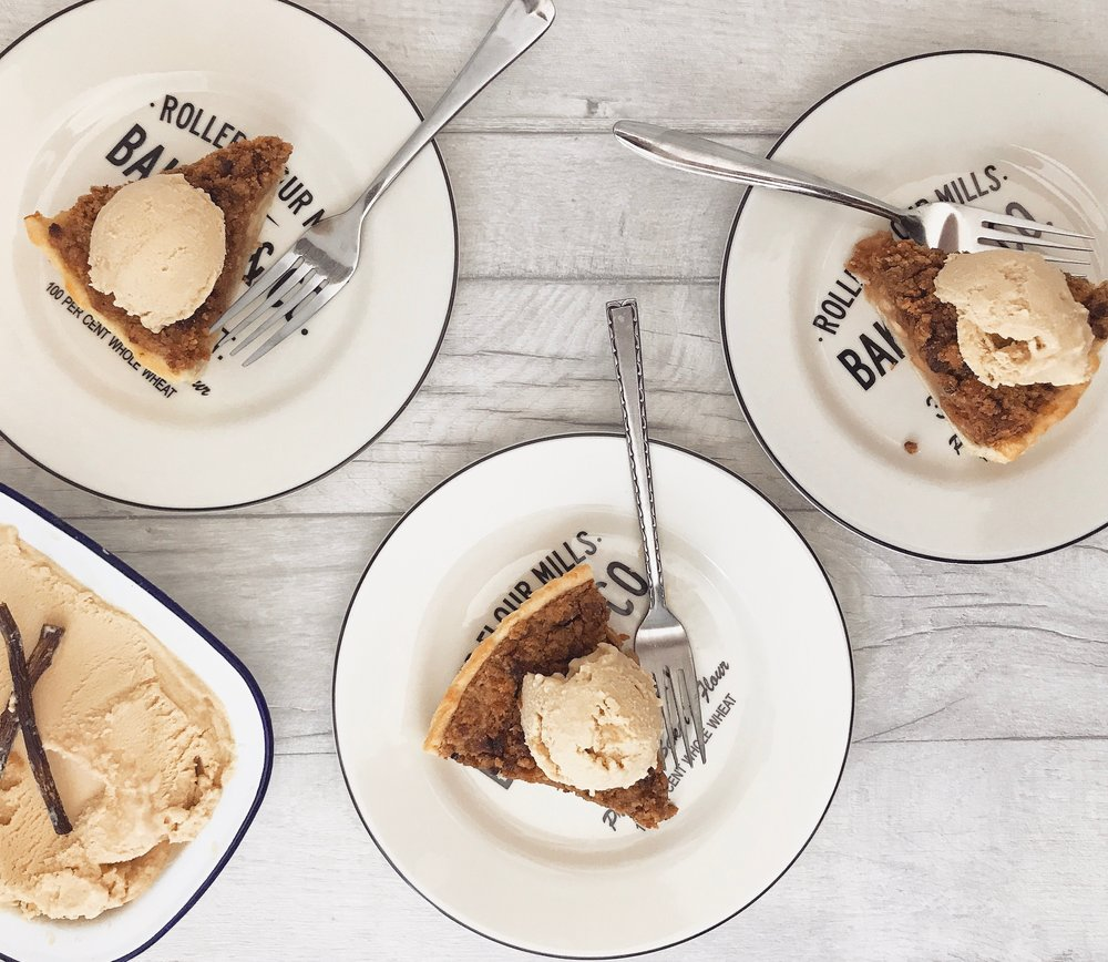 This Gin Apple Pie Is The Stuff Dreams Are Made Of! photo