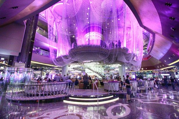 chandelier bar cosmopolitan7 e1491289234250 The Most Beautiful Hotel Bars in the World