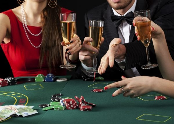 casino high roller champagne table games e1494837227968 The most popular drinks at Casinos