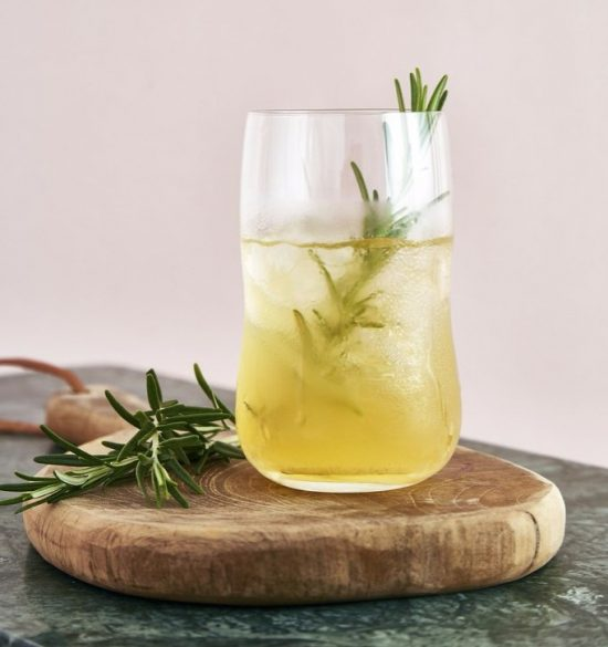 rosemary e1495188535896 9 Cocktails Based on Sparkling Wine
