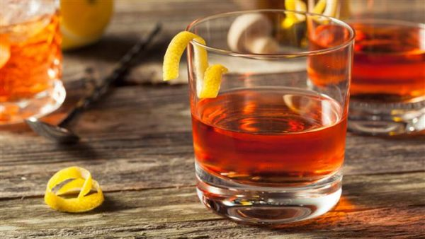 sazerac cocktail e1495524743563 The 3 Best Nightcaps to Drink Before Bed