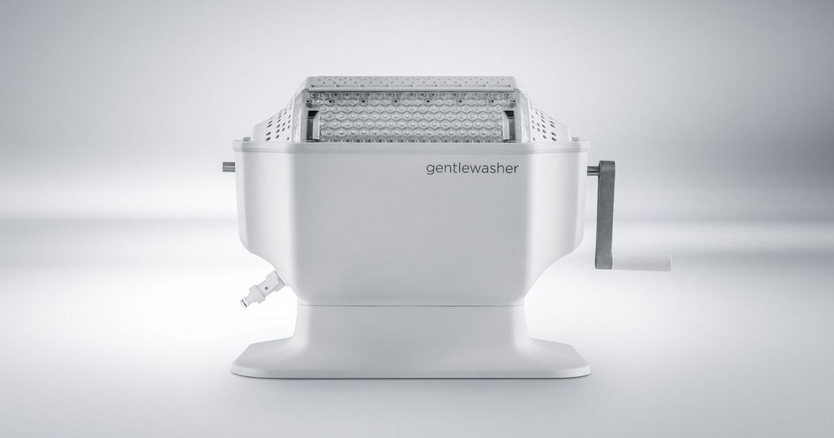 Prolong Your Clothes With This Gentle Washer That Doesn't Use Electricity photo