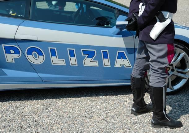 Ladro Di Disaronno Per Seminare La Polizia, Finge Di Fare Pipì photo
