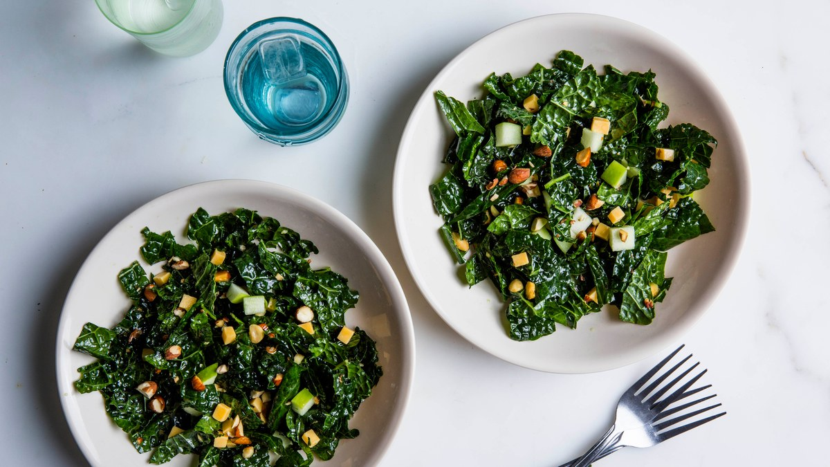 Amazon Is Buying Whole Foods For 3,925,501,432 Bunches Of Kale ($13.7 Billion) photo