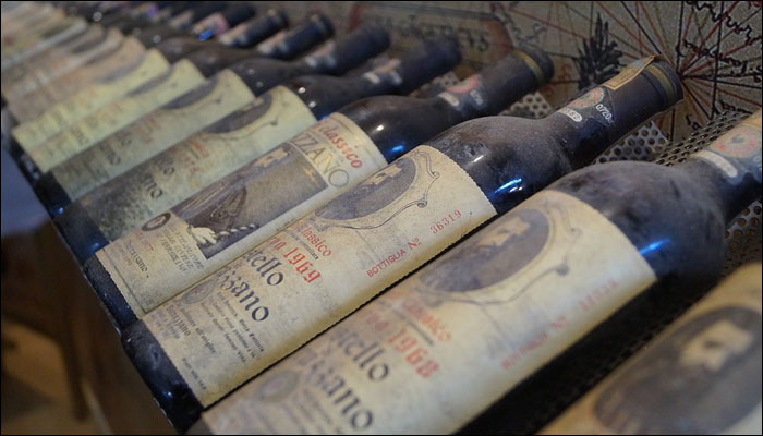 Corked Bottles Or Screw Capped? Oxford Scientists Set To Find Out Which Wine Tastes Better! photo